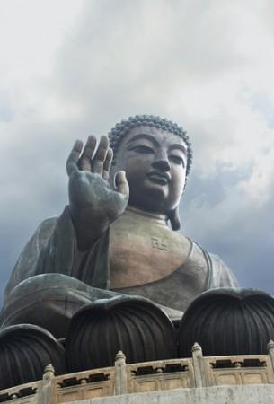 buddha-lantau-shutterstock-41713156-WEBONLY-305x450